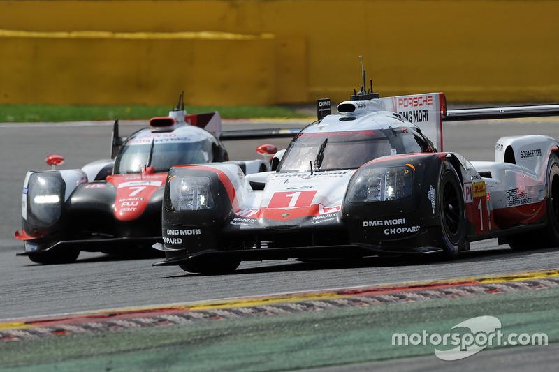 #1 Porsche Team Porsche 919 Hybrid: Neel Jani, Andre Lotterer, Nick Tandy, #7 Toyota Gazoo Racing To