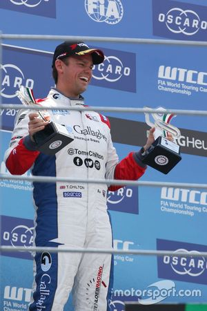 Podium: Race winner Tom Chilton, Sébastien Loeb Racing, Citroën C-Elysée WTCC
