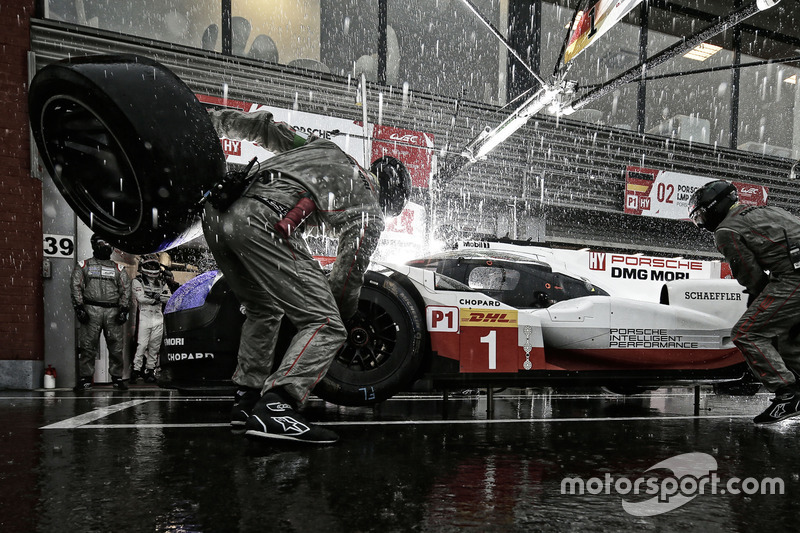 Arrêt au stand d'une Porsche LMP1 à Spa-Francorchamps