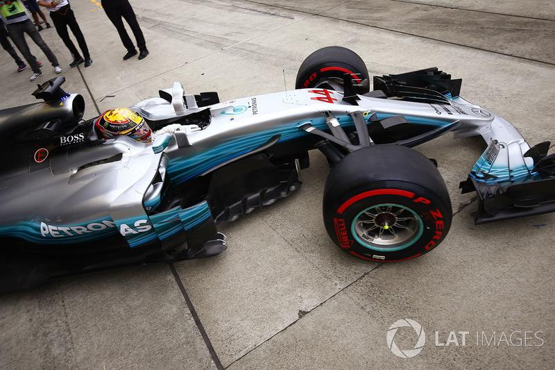 Lewis Hamilton, Mercedes AMG F1 W08, lascia il suo garage