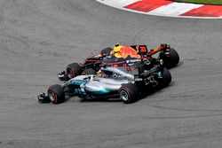 Max Verstappen, Red Bull Racing RB13 y Lewis Hamilton, Mercedes-Benz F1 W08