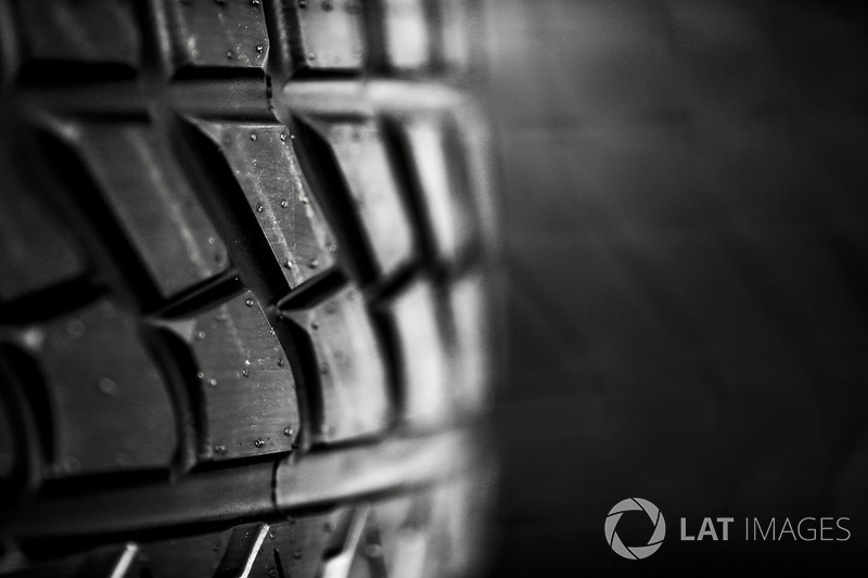 Pirelli yağmur lastiği