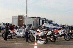 Motorräder vor dem Transport nach Buenos Aires