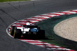 Lance Stroll, Williams FW40, leans on his tyres