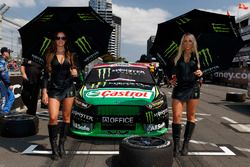 Monster Energy kızları ve Cameron Waters, Prodrive Racing Australia