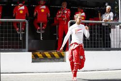 Maurizio Arrivabene, Team Principal, Ferrari, Sebastian Vettel, Ferrari, on the pit wall