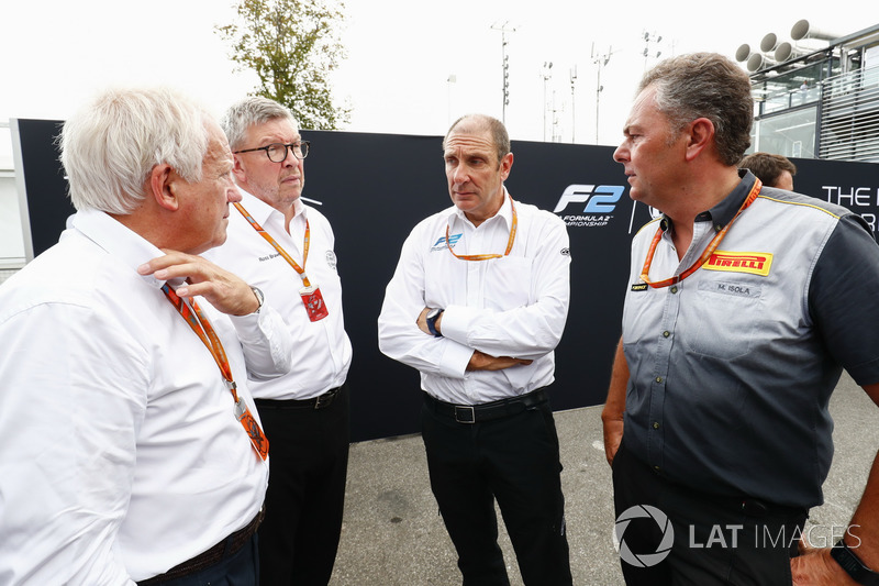 Charlie Whiting, Ross Brawn, Bruno Michel et Mario Isola à la présentation de la nouvelle F2 2018