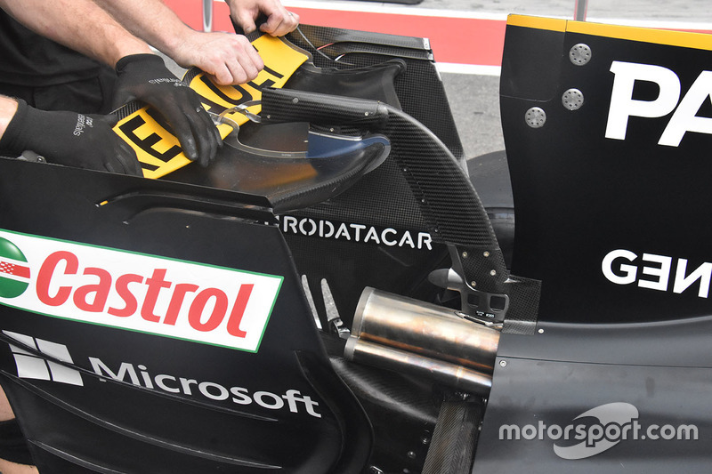 Renault Sport F1 Team RS17 rear wing detail