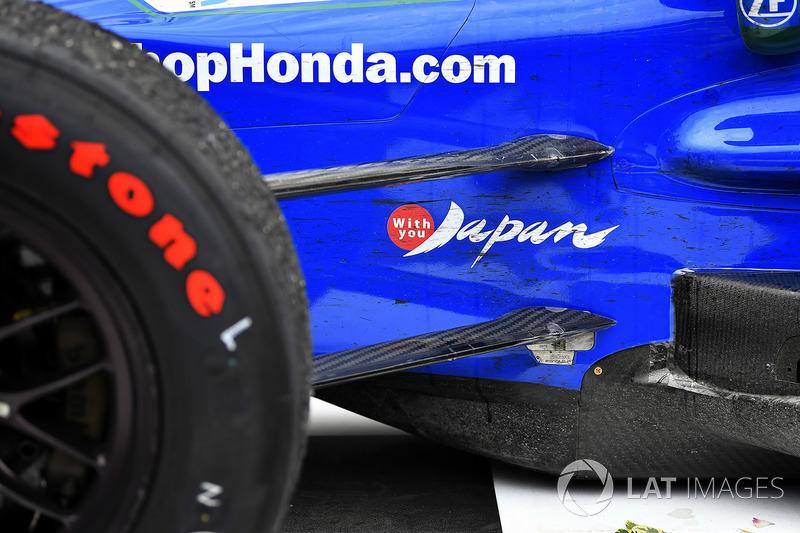 Mobil pemenang balapan Takuma Sato, Andretti Autosport Honda dengan stiker 'with you Japan'