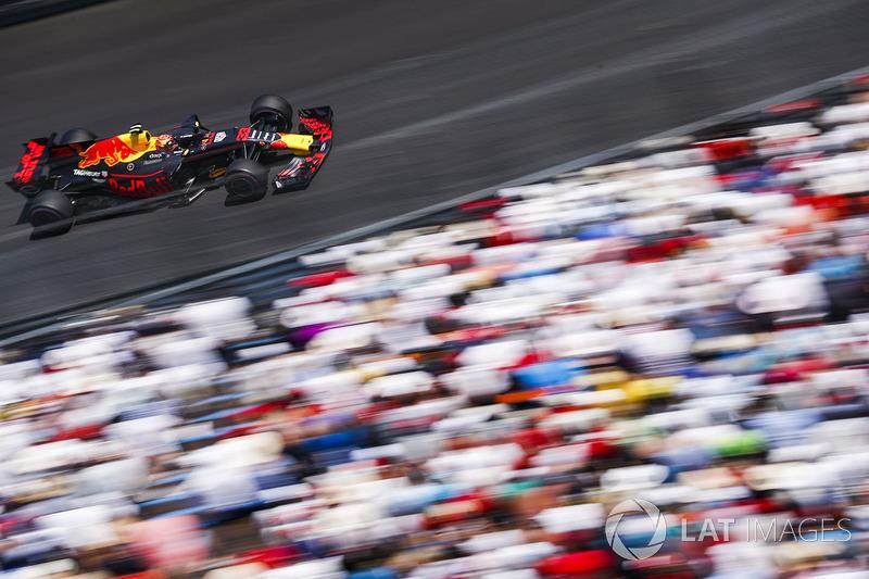 Em Mônaco, rumava ao quarto lugar, à frente de Ricciardo, mas foi pego no contrapé com a estratégia do companheiro. Terminou em quinto, duas posições atrás do australiano.