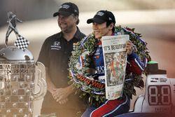 1. Takuma Sato, Andretti Autosport, Honda, mit Michael Andretti