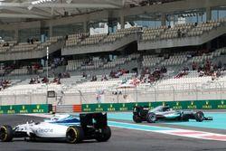 Lewis Hamilton, Mercedes AMG F1 W07 Hybrid pierde el control en la FP1