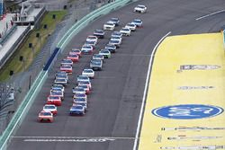 Start: Daniel Suarez, Joe Gibbs Racing Toyota leads