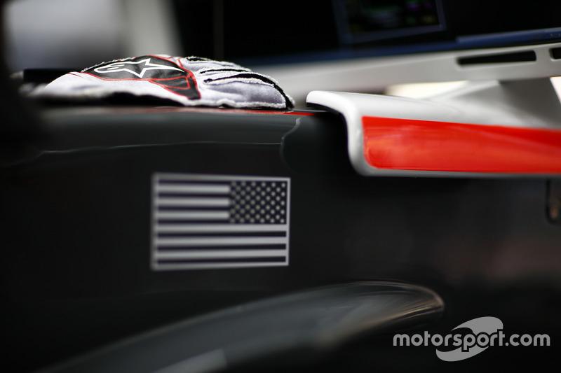 Guantes de Kevin Magnussen, Haas F1 Team
