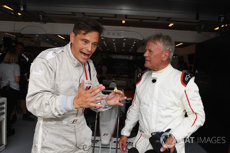Пилота F1 Experiences Марк Зурер с пассажиром