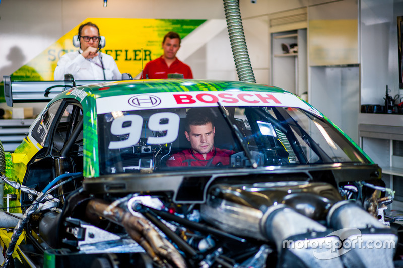 Машина Майка Роккенфеллера в боксах, Audi RS5 DTM, Audi Sport Team Phoenix