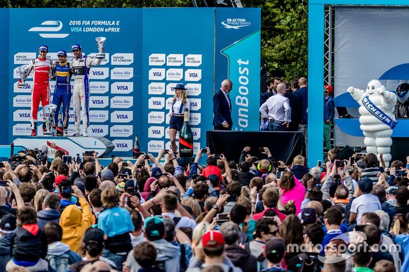 Подиум: победитель - Николя Прост, Renault e.Dams; второе место - Бруно Сенна, Mahindra Racing; трет