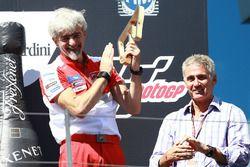 Gigi Dall'Igna, Directeur général Ducati Corse, et Mick Doohan sur le podium
