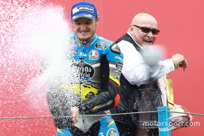 Podio: il vincitore della gara Jack Miller, Marc VDS Racing Honda festeggia con lo champagne