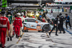 #86 Gulf Racing Porsche 911 RSR: Michael Wainwright, Adam Carroll, Ben Barker in the pitbox