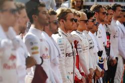 Valtteri Bottas, Williams, et Felipe Massa, Williams, avec le reste des pilotes durant l'hymne