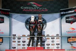 Ganadores de la carrera ST clase #56 Murillo Racing Porsche Cayman: Jeff Mosing, Eric Foss