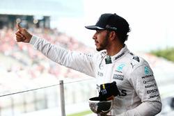 Lewis Hamilton, Mercedes AMG F1 celebra su tercera posición en el podio