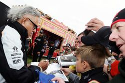 Dr. Vijay Mallya, Sahara Force India F1 Team Owner signs autographs for the fans at the Sahara Force India F1 Team Fan Zone at Woodlands Campsite