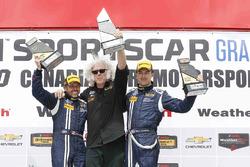 Podio: ganadores carrera #15 Multimatic Motorsports Mustang Boss 302R: Billy Johnson, Scott Maxwell