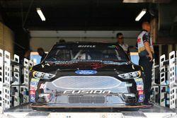 Auto de Greg Biffle, Roush Fenway Racing Ford, durante la inspección