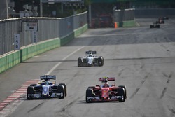 (L to R): Marcus Ericsson, Sauber C35 and Kimi Raikkonen, Ferrari SF16-H battle for position