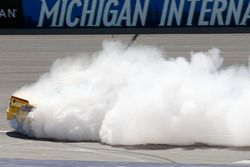 Yarış Galibi Joey Logano, Team Penske Ford