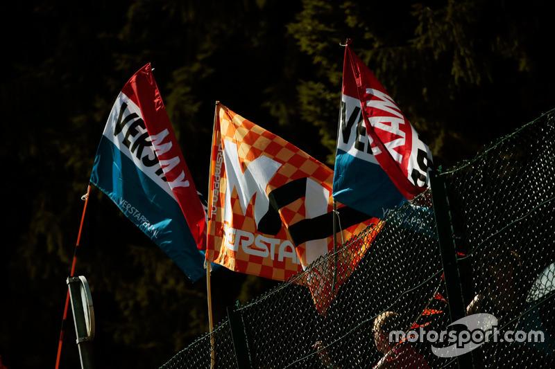 Bandiere per Max Verstappen, Red Bull Racing