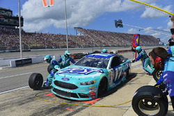 Ricky Stenhouse Jr., Roush Fenway Racing Ford, pit stop