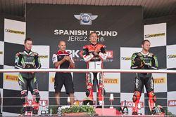 Podium: ganador, Chaz Davies, Ducati Team, segundo, Jonathan Rea, Kawasaki Racing, tercero, Tom Sykes, Kawasaki Racing