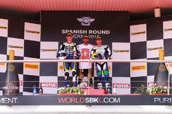 Podium: race winner Kenan Sofuoglu, Puccetti Racing, second place Niki Tuuli, Kallio Racing, third place Kyle Smith, CIA Landlord Insurance Honda