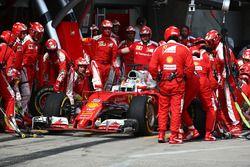 Sebastian Vettel, Ferrari SF16-H, Boxenstopp