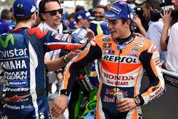 İkinci sıra Jorge Lorenzo, Yamaha Fabrika Yarış Takımı ve üçüncü sıra Marc Marquez, Repsol Honda Ta