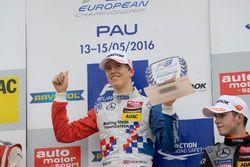 Podium: rookie, Ben Barnicoat, HitechGP Dallara F312 – Mercedes-Benz