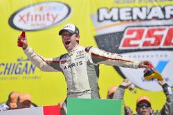 Ganador de la carrera Daniel Suárez, Joe Gibbs Racing Toyota