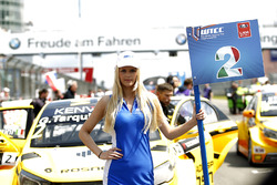 Grid girl de Gabriele Tarquini, LADA Sport Rosneft, Lada Vesta