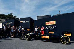 Кампания Pirelli представляет как будут в 2017 году выглядеть машина и шины F1: Марио Изола, гоночны
