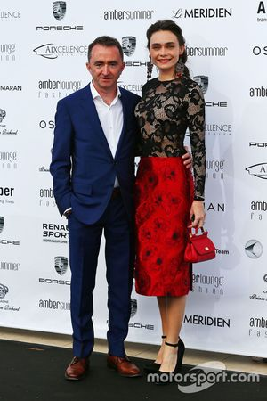 Paddy Lowe, Mercedes AMG F1, mit Ehefrau Anna Danshina bei der Amber Lounge Fashion Show