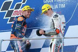 Podium: ganador, Brad Binder, Red Bull KTM Ajo, tercero, Francesco Bagnaia, Aspar Team Mahindra Moto