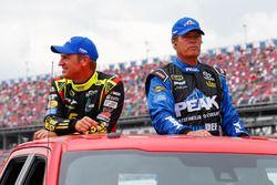 Clint Bowyer, HScott Motorsports Chevrolet, et Michael Waltrip, BK Racing Toyota