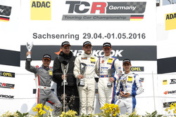 Podium: 2. Benjamin Leuchter, Racing One, VW Golf GTI TCR ; 1. Antti Buri, LMS Racing, SEAT Leon TCR