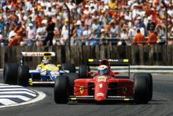 Alain Prost, Ferrari, vor Thierry Boutsen, Williams