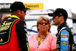 Clint Bowyer, HScott Motorsports Chevrolet and Kasey Kahne, Hendrick Motorsports Chevrolet