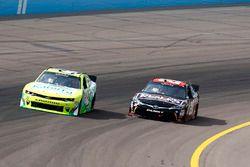 Justin Marks, Chip Ganassi Racing Chevrolet e Erik Jones, Joe Gibbs Racing Toyota