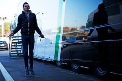 Мейндерт ван Бурен, Status Grand Prix, разогревается за гаражом